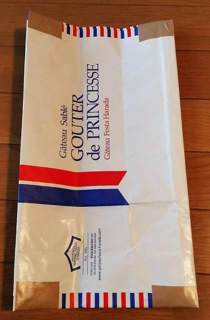 封筒化した紙袋ショッパーの表面